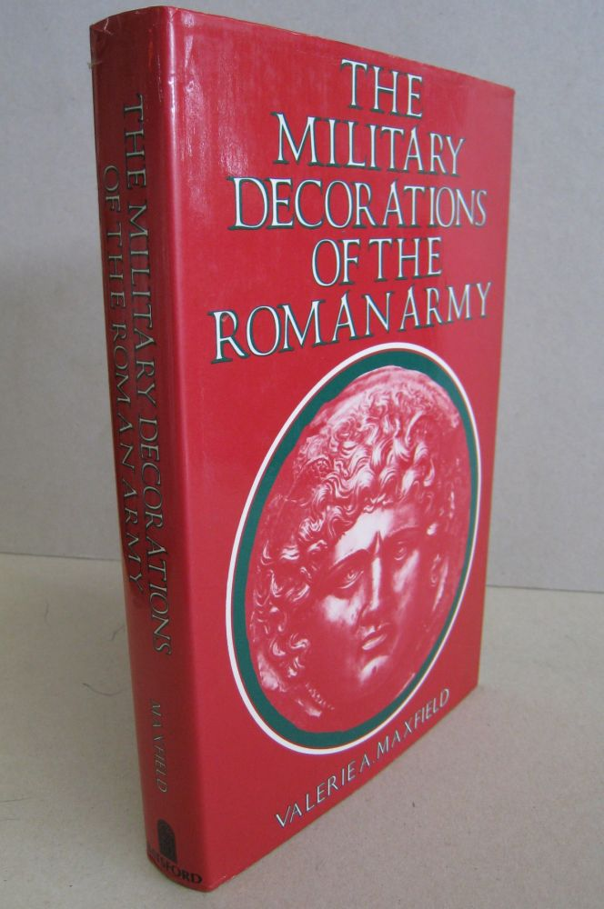 The Military Decorations of the Roman Army. Valerie A. Maxfield.